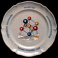 Decorated plate in melamine formaldehyde
